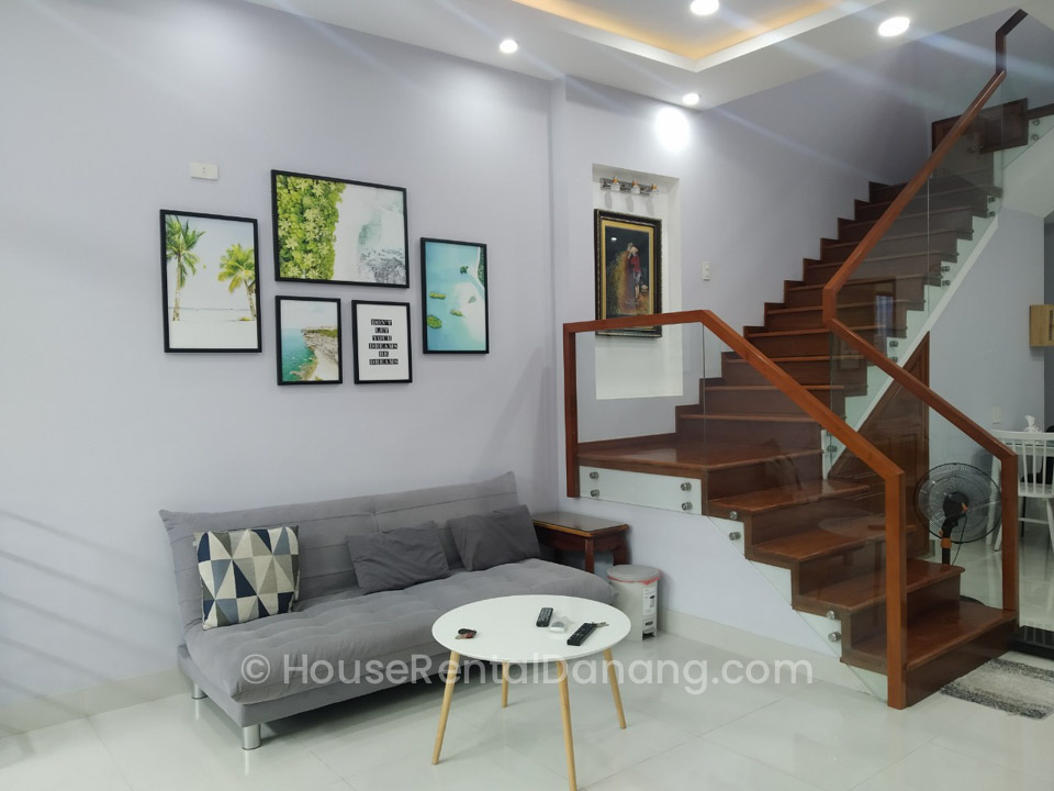 Lovely a Bedroom House With Small Garden For Rent